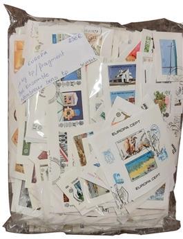 EUROPA : 1 kg de timbres sur fragment